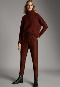 Massimo Dutti - MIT SEITENSTREIFEN - Trousers - red - 1