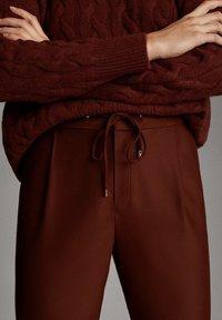 Massimo Dutti - MIT SEITENSTREIFEN - Trousers - red - 5