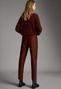 Massimo Dutti - MIT SEITENSTREIFEN - Trousers - red - 2