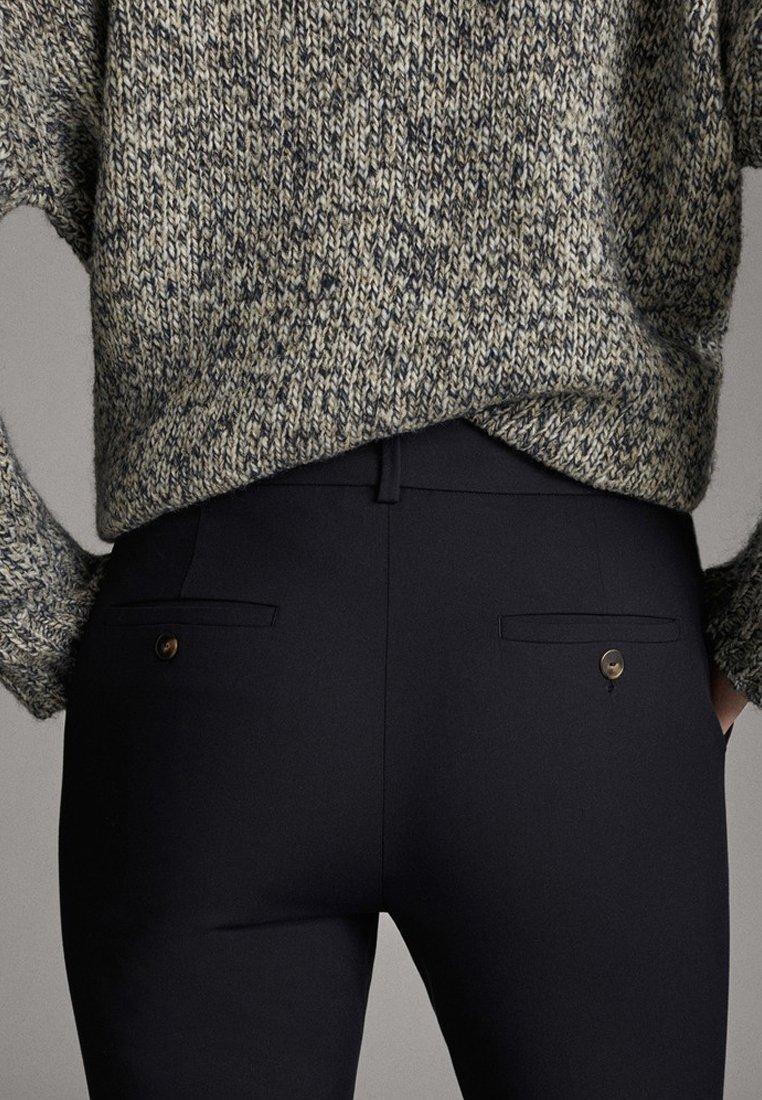 Massimo Dutti UNIFARBENE SLIM-FIT-HOSE 05040533 - Spodnie materiałowe - blue
