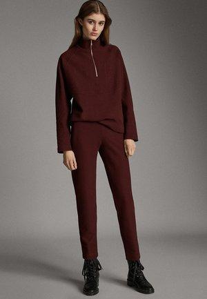 JOGGING FIT - Trousers - bordeaux
