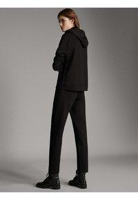 Massimo Dutti - JOGGING-FIT - Tracksuit bottoms - black - 2