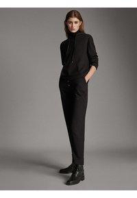 Massimo Dutti - JOGGING-FIT - Tracksuit bottoms - black - 1