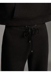 Massimo Dutti - JOGGING-FIT - Tracksuit bottoms - black - 4