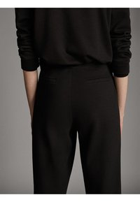 Massimo Dutti - JOGGING-FIT - Tracksuit bottoms - black - 5