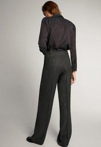 Massimo Dutti - STRAIGHT-FIT-HOSE IN FISCHGRATBINDUNG 05027517 - Pantalon classique - black - 2