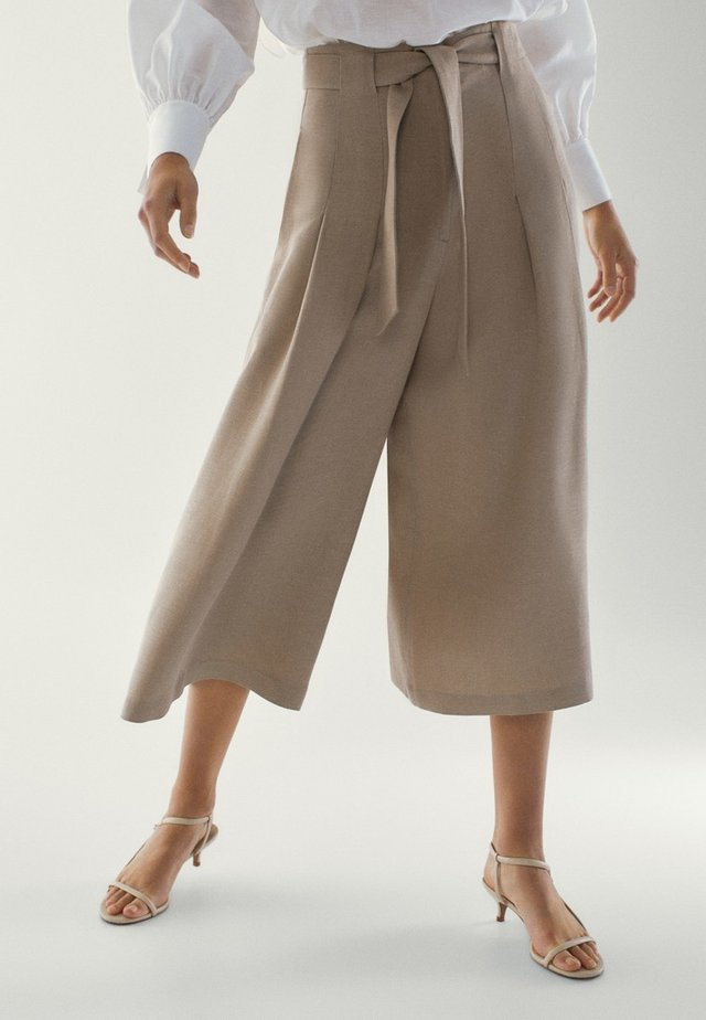 MIT SCHLEIFE - Trousers - brown
