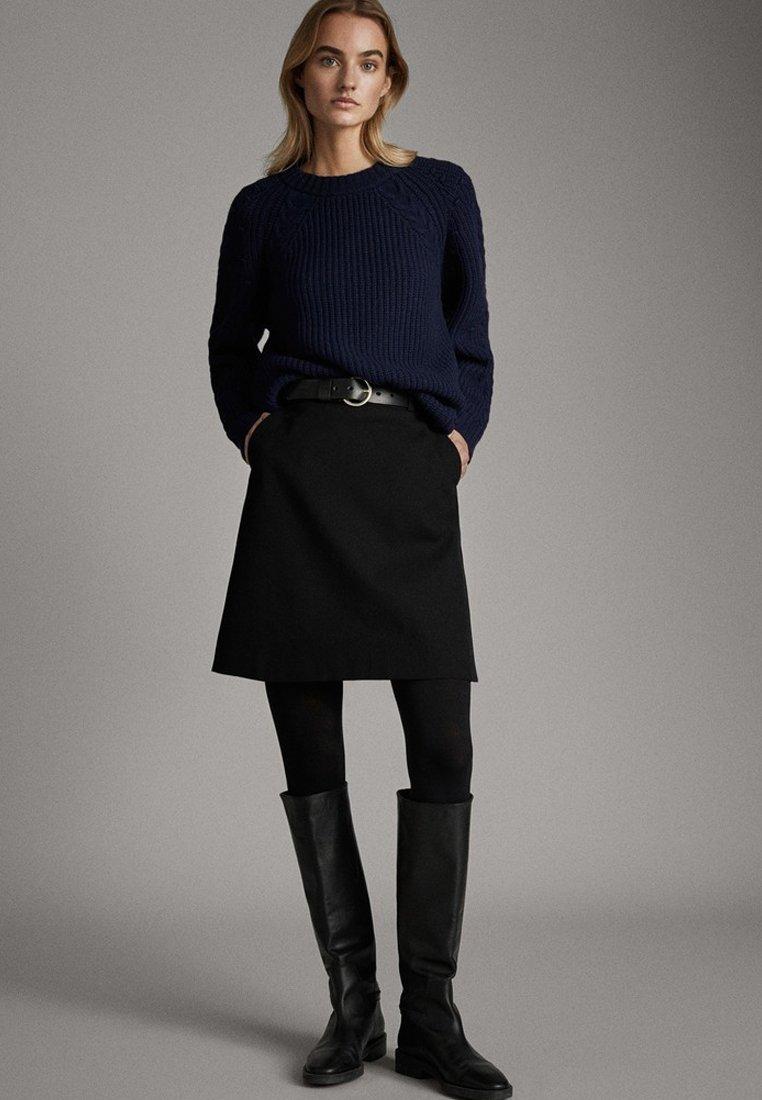 Massimo Dutti - SCHWARZER MINIROCK AUS BAUMWOLLE 05206906 - Spódnica trapezowa - black