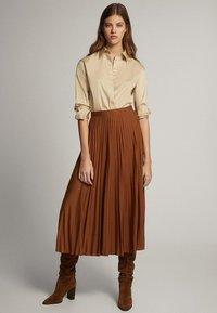 Massimo Dutti - PLISSIERTER ROCK 05223552 - Pleated skirt - brown - 1