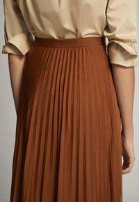 Massimo Dutti - PLISSIERTER ROCK 05223552 - Pleated skirt - brown - 4