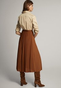 Massimo Dutti - PLISSIERTER ROCK 05223552 - Pleated skirt - brown - 2