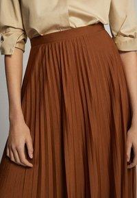 Massimo Dutti - PLISSIERTER ROCK 05223552 - Pleated skirt - brown - 3