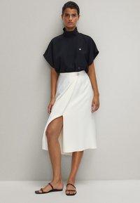 Massimo Dutti - FLIESSENDER - A-line skirt - white - 4