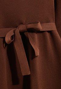 Massimo Dutti - MIT GÜRTEL  - Robe pull - brown - 3