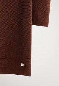 Massimo Dutti - MIT GÜRTEL  - Robe pull - brown - 4
