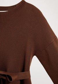Massimo Dutti - MIT GÜRTEL  - Robe pull - brown - 5