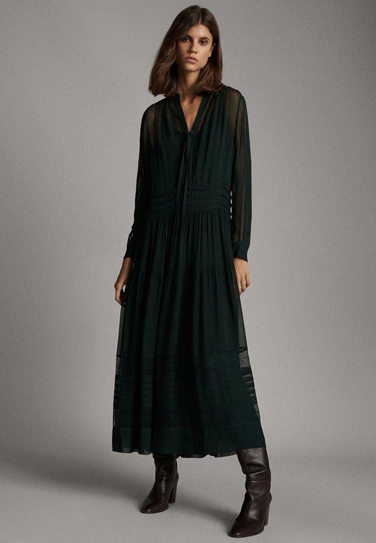 Massimo Dutti - MIT DETAIL AM AUSSCHNITT - Maxi dress - green