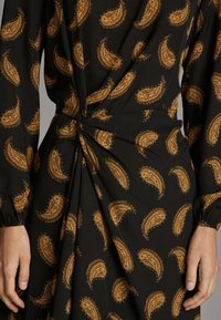 Massimo Dutti - MIT PAISLEYPRINT  - Robe d'été - black - 6