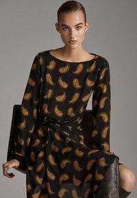 Massimo Dutti - MIT PAISLEYPRINT  - Robe d'été - black - 4