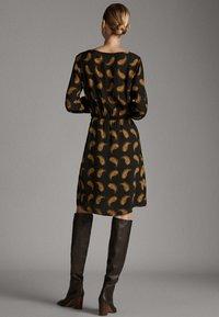 Massimo Dutti - MIT PAISLEYPRINT  - Robe d'été - black - 1