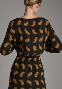 Massimo Dutti - MIT PAISLEYPRINT  - Robe d'été - black - 3