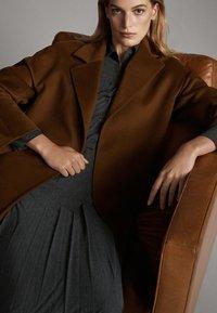 Massimo Dutti - Sukienka koszulowa - dark grey - 5