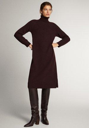 KLEID AUS WOLLE UND KASCHMIR MIT ROLLKRAGEN 06620827 - Sukienka dzianinowa - dark purple