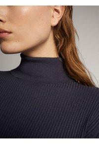 Massimo Dutti - KLEID MIT STEHKRAGEN UND GÜRTEL 06621835 - Day dress - dark grey - 3