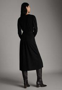 Massimo Dutti - SCHWARZES KLEID MIT PUFFÄRMELN 06638891 - Day dress - black - 2