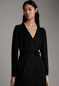 Massimo Dutti - SCHWARZES KLEID MIT PUFFÄRMELN 06638891 - Day dress - black - 5