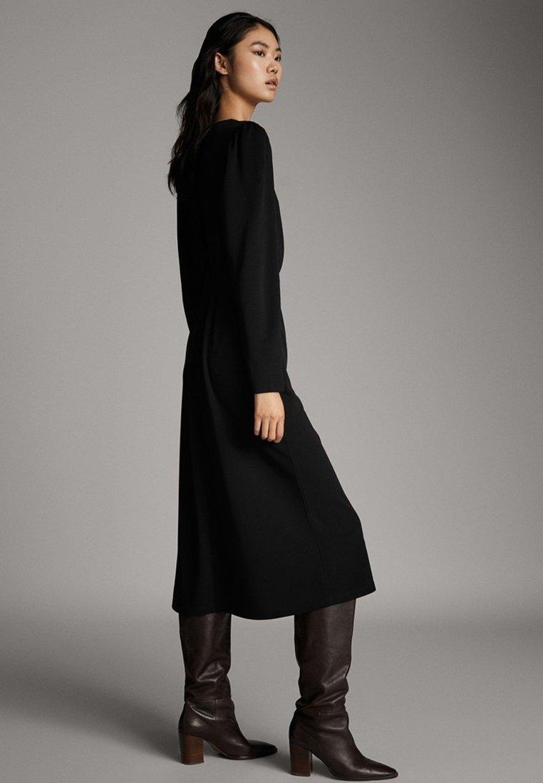 Massimo Dutti - SCHWARZES KLEID MIT PUFFÄRMELN 06638891 - Day dress - black