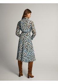 Massimo Dutti - MIT GÜRTEL - Sukienka koszulowa - blue - 2