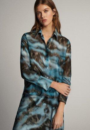 MIT WOLKEN-PRINT - Button-down blouse - blue