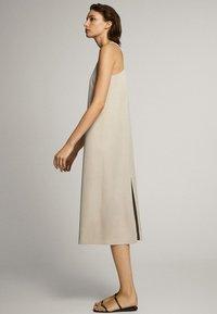 Massimo Dutti - MIT NECKHOLDER - Sukienka letnia - beige - 1