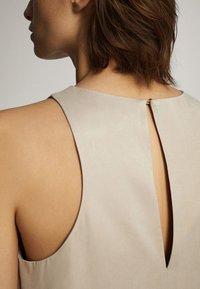 Massimo Dutti - MIT NECKHOLDER - Sukienka letnia - beige - 5