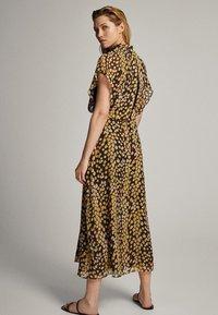 Massimo Dutti - MIT FLECKEN-PRINT - Sukienka letnia - yellow - 1