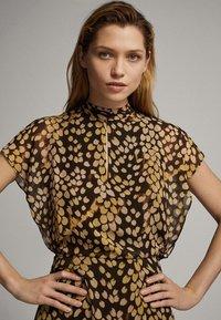 Massimo Dutti - MIT FLECKEN-PRINT - Sukienka letnia - yellow - 2