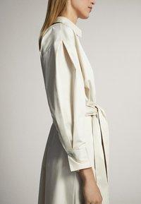 Massimo Dutti - MIT GÜRTEL  - Sukienka letnia - white - 6