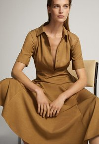 Massimo Dutti - MIT POLO-KRAGEN  - Skjortklänning - mustard yellow - 5