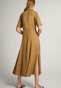 Massimo Dutti - MIT POLO-KRAGEN  - Skjortklänning - mustard yellow - 2