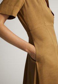Massimo Dutti - MIT POLO-KRAGEN  - Skjortklänning - mustard yellow - 4