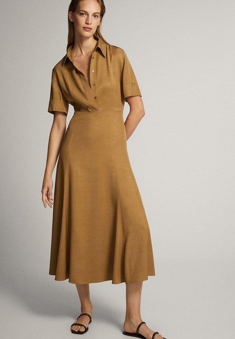 Massimo Dutti - MIT POLO-KRAGEN  - Skjortklänning - mustard yellow