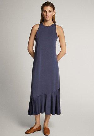 MIT VOLANTSAUM - Jerseyklänning - dark purple
