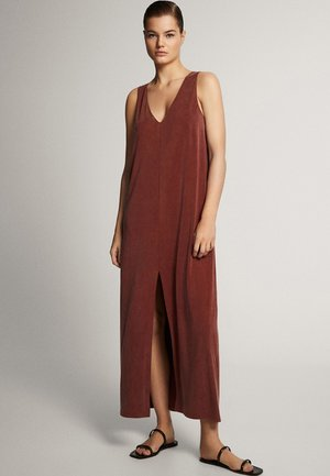 MIT V-AUSSCHNITT - Długa sukienka - red