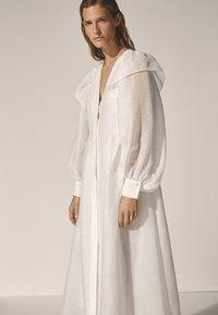 Massimo Dutti - Długa sukienka - white - 6