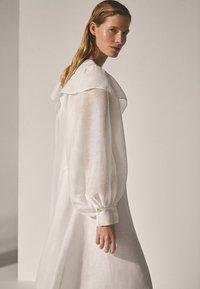 Massimo Dutti - Długa sukienka - white - 2