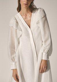 Massimo Dutti - Długa sukienka - white - 5
