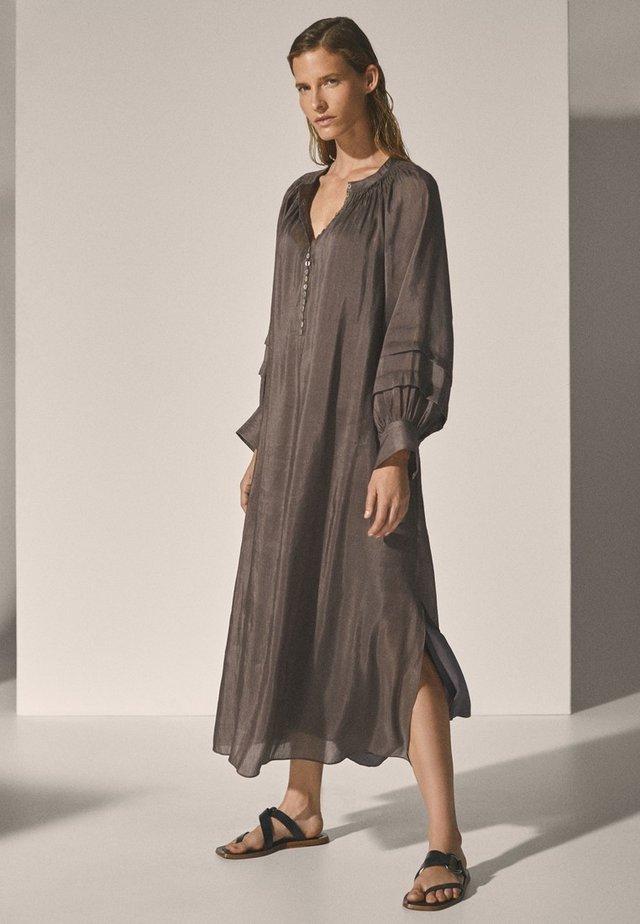 MIT PUFFÄRMELN - Korte jurk - brown