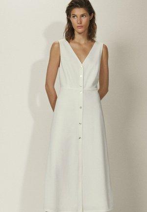 MIT KNÖPFEN UND V-AUSSCHNITT - Skjortekjole - white