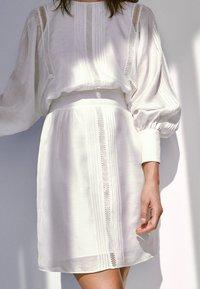 Massimo Dutti - Korte jurk - white - 2